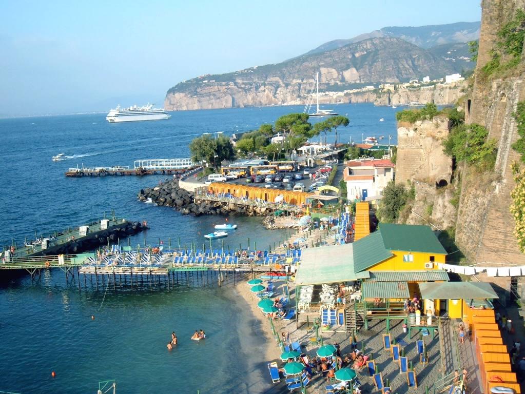 Mutass egy képet a kedvenc helyedről! - Page 2 Sorrento_porto_spiagge